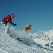 2 Skifahrer bei der Abfahrt